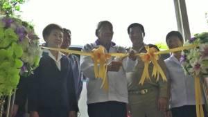 เลขาฯ สภากาชาดไทยเปิดโครงการรถตัดแว่นเคลื่อนที่เพื่อเด็กนักเรียนในชนบทที่ราชบุรี