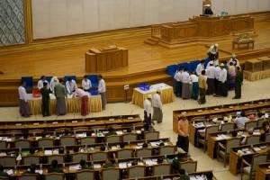 สภาพม่ามีมติไม่ผ่านกฎหมาย ดับฝันซูจีนั่งเก้าอี้ผู้นำประเทศ