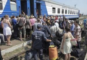 "UNHCR เผยชาวยูเครนมากกว่า 900,000 ราย อพยพหนีสงครามกลางเมืองออกนอกประเทศ ส่วนใหญ่เลือกหนีไปซบ ""รัสเซีย"""