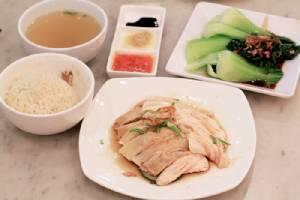 """""""ข้าวมันไก่สิงคโปร์"""" จากอาหารไหหลำสู่เมนูประจำชาติสิงคโปร์"""