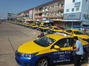 หน้าใหม่ใจถึง! แท็กซี่คิงด้อมฯ ขนอัลติสใหม่เอี่ยมรับ-ส่งคนพิษณุโลกฟรีวันเปิดตัว