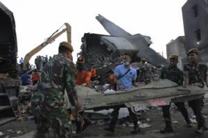 """กองทัพอินโดฯ เชื่อเครื่องยนต์ขัดข้อง ต้นตอ """"เฮอร์คิวลิส"""" ตกย่านชุมชนคร่า 142 ศพ"""