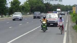 รันทด! หญิงชราวัย 67 ปั่นจักรยานจากชัยนาทเข้าทำเนียบขอความเป็นธรรมชีวิตตกอับ-เพื่อนบ้านไม่เห็นใจ
