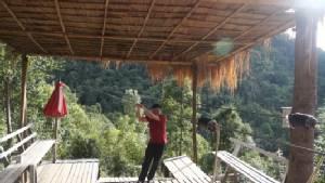นักท่องเที่ยวจีนโหนสลิงหล่นพื้นดับที่เชียงใหม่ เจ้าของยันประมาทส่วนบุคคล (ชมคลิป)