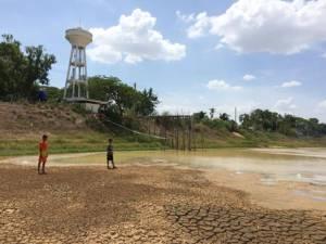 แล้งจัดหนัก! ชาวสุรินทร์ 2 หมู่บ้าน สระน้ำประปาแห้งไม่มีน้ำดื่มน้ำใช้นาน 2 ปี