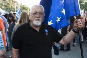 """กรีซเข้าคูหาลงประชามติชี้ชะตา อยู่หรือลา """"ยูโรโซน"""" คาดคะแนนคู่คี่"""