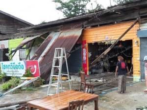 พายุถล่มกระบี่พัดบ้านเรือนเสียหาย 22 หลัง ไม่เว้นกระจกศาลากลาง