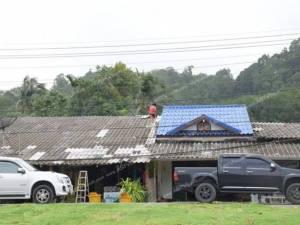 ฝนถล่มระนองพัดหลังคาบ้านเรือนได้รับความเสียหาย 10 หลัง