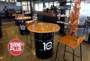 '10 Thirty Café' ร้านกาแฟบาริสต้าหนุ่มล่ำ ขายเสน่ห์ชายกล้ามโต