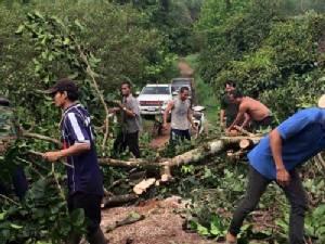 เกิดพายุหมุนพัดบ้านเรือนเสียหาย 25 หลังที่บ่อไร่