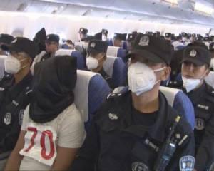 """เผยภาพ """"อุยกูร์"""" 109 คน ขณะถูกจับคลุมหัว-ขึ้นเครื่องส่งตัวกลับจากไทย จีนแฉหวังไป """"ตุรกี-ซีเรีย-อิรัก"""" ร่วมกลุ่มก่อการร้าย"""