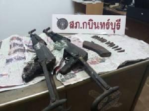 พบปืนอาก้าพร้อมกระสุน หลังวัดใน จ.ปราจีนบุรี