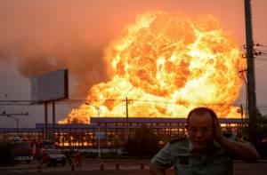 ตู้มสะเทือนแผ่นดิน! โรงงานปิโตรเคมีจีนเกิดระเบิดรุนแรงจนแตกตื่นทั้งเมือง (ชมคลิป)