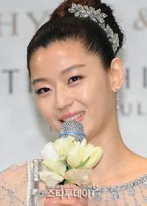 """""""ยัยตัวร้าย"""" ป่องแล้ว!! สื่อเกาหลีเผย """"จอนจีฮยอน"""" ตั้งท้อง 2 เดือน"""