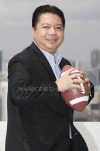 พิเชษฐ สิทธิอำนวย ถอดสูทปั้นแฟลกฟุตบอลทีมชาติไทย