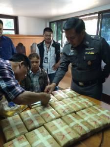 ล่อจับชายหญิงชาวพม่า ยึดยาบ้าว้าได้ 1 แสนเม็ด