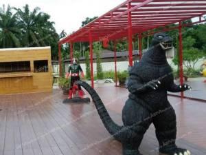 ไอเดียสุดเจ๋ง! เจ้าของปั๊มน้ำมันอ่าวลึก กระบี่ นำหุ่นซูเปอร์ฮีโร่จัดสวนญี่ปุ่น ดึงลูกค้า