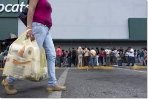 คาราคัสวุ่น!หลังปปช.ทนรอ 3 ชม.ซื้อน้ำมันพืช 1 ขวดไม่ไหว สถิติพุ่งพบร้านค้าทั่วเวเนฯต่างตกเป็นเป้าปล้นสะดมถึง 56 ครั้งแค่ในครึ่งปีแรก
