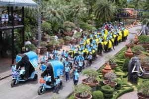 สวนนงนุชพัทยานำช้างแสนรู้ 2 เชือกซ้อมปั่นจักรยานเพื่อแม่