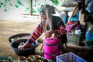 """อิ่มอร่อยเมนูใส่ไม้...อาหารพื้นบ้านอาข่ากับวัตถุดิบสดใหม่จากในป่า ที่ """"หมู่บ้านหล่อโย"""" ดอยแม่สลอง จ.เชียงราย"""