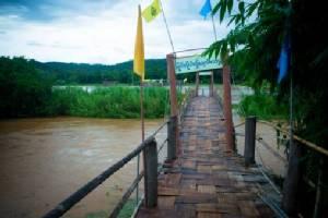 """ปิดใช้ชั่วคราวแล้ว! น้ำสะงาซัดตอม่อ """"สะพานซูตองเป้"""" ทรุดเป็นเมตร-""""สวนธรรมภูสมะ"""" ถูกตัดขาด"""