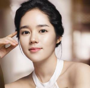 """""""ลียองเอ""""พ่าย""""คิมแตฮี""""กำลังมาแรงเบียดขึ้นแท่นสาวหน้าสวยที่สุด"""