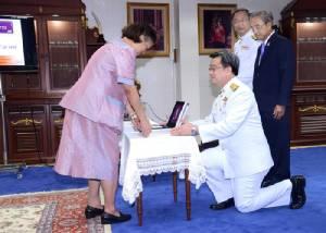 """พระราชทาน """"เครื่องอักษรเบรลล์"""" ผลงานนักวิจัยไทยแด่ผู้พิการทางสายตา"""
