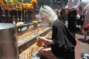 เปิดศาลพระพรหมวันแรก ชาวไทย - ต่างชาติ สักการะตั้งแต่เช้า