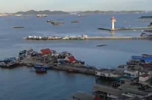 วางแผนกู้เรือบรรทุกปูนเม็ดถูกคลื่นซัดจมใกล้เกาะสีชัง