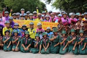 """ล้นหลาม! ชาวเชียงรายร่วมส่งแรงใจให้ 40 นักปั่นรวมใจไทย """"แม่สาย-เบตง"""" คึกคัก"""