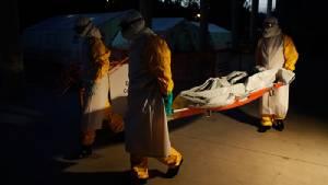 """รบ.เซียร์ราลีโอนประกาศจับมือ WHO เร่งฉีดวัคซีนแก่ปชช.กว่า 200 คนที่มีประวัติติดต่อ """"เหยื่ออีโบลา"""" ศพล่าสุด"""