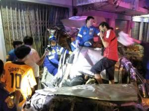 หนุ่มขายขนมจีนขับกระบะ-โจ๋ซิ่ง จยย.ชนบ้านคน ต้นไม้ที่กาญจน์คืนเดียว 2 ราย ตาย 3 ศพ