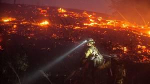 ไฟป่าทำพิษ! คาด รบ.มะกันต้องสูญงบสัปดาห์ละ 7,200 ล้าน รับมือการลุกลามของไฟป่าทั่วประเทศปีนี้