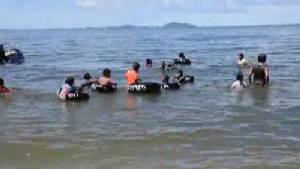 ชายหาดบางแสนกลับมาเป็นปกติ นักท่องเที่ยวคึกคักล้นหาด