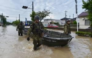 ญี่ปุ่นส่งเจ้าหน้าที่กู้ภัยหลายพันลงพื้นที่น้ำท่วมหนัก ช่วยผู้ติดค้าง-หาคนหาย