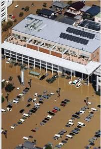 ญี่ปุ่นจมบาดาล อพยพ 4แสนคนหนีน้ำท่วมใหญ่ซัดเขตโทโฮคุ (ชมคลิป)