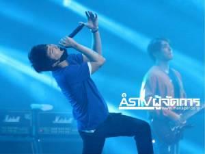 """""""อีฮงกี FT Island""""จำไม่ลืมคอนเสิร์ตในไทยทำขาเดี้ยง! โชว์สปิริตแสดงต่อจนจบ"""