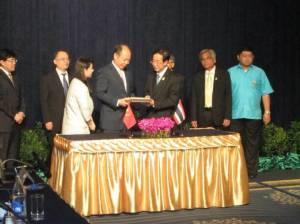 รถไฟไทย-จีนเฟสแรกค่าก่อสร้างบาน ผลตอบแทนต่ำ-ยึดตอกเข็มเป็น ธ.ค. 58
