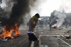 InPics & Clips : UN โวยฮังการียิงแก๊สน้ำตานับสิบใส่ผู้ลี้ภัย สกัดไม่ให้เข้าพรมแดน