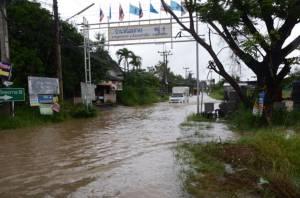 """""""หว่ามก๋อ"""" ทำฝนตกโคราชต่อเนื่อง ท่วมถนนบ้าน ปชช.-เขื่อนได้น้ำเพิ่ม 20 ล้าน ลบ.ม."""
