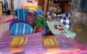 """""""ชาวบ้านปึก"""" ชลบุรีสืบสานผ้าทอโบราณสมัย ร.5 สู่สินค้าขึ้นชื่อ"""