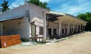 ระทึก! บ้านเช่าที่กระบี่ทรุดตัว 7 หลัง โชคดีไร้เจ็บ คาดฝนตกหนัก