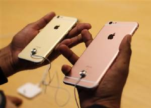 """iPhone สีใหม่ """"ทองชมพู"""" ขายดีสุด ฮ่องกงราคาขายต่อพุ่ง 47,000"""