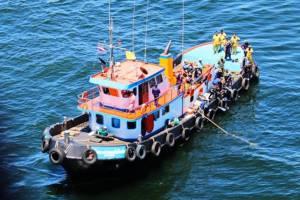 ทัพเรือภาค 1 ส่ง ฮ.พร้อมนักประดาน้ำค้นหา 4 ลูกเรือสินค้าที่ถูกพายุหว่ามก๋อซัดจมหาย