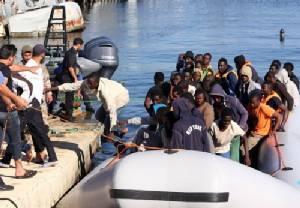 เจ้าหน้าที่ยามฝั่งลิเบียช่วยผู้อพยพจากกลางทะเล 346 คน