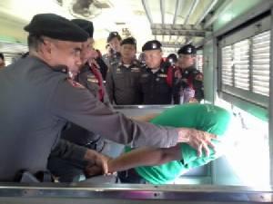 ตร.รถไฟซ้อมจับผู้ต้องหาในที่แคบป้องกันผู้โดยสารโดนลูกหลง