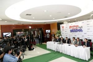 4 บริษัทยื่นซองประมูล 1800 MHz สหภาพทีโอทีเดินหน้าประท้วงประมูล 900 MHz