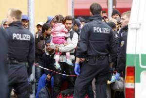 เยอรมนีอ่วม เดือนเดียวรับผู้ลี้ภัย 270,000 คน มากกว่าตลอดทั้งปี 2014