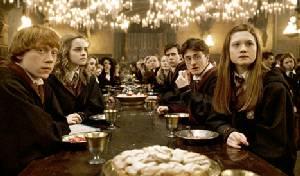 """สาวก """"แฮร์รี พอตเตอร์""""ได้เฮโรงถ่ายของจริงที่ลอนดอนเปิดให้แฟนคลับร่วมดินเนอร์ที่โรงอาหาร"""