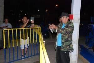 หวิดดับ! หนุ่มพม่าฉี่ไม่เป็นที่ โดน รปภ.ยิงขู่กระสุนถากหน้าอกบาดเจ็บ หน้าตลาดอินโดจีนเมืองสองแคว
